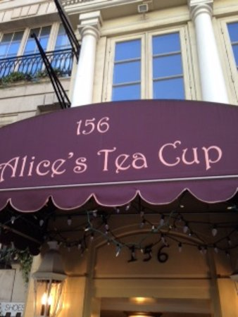 Alice's Tea Cup: The entrance