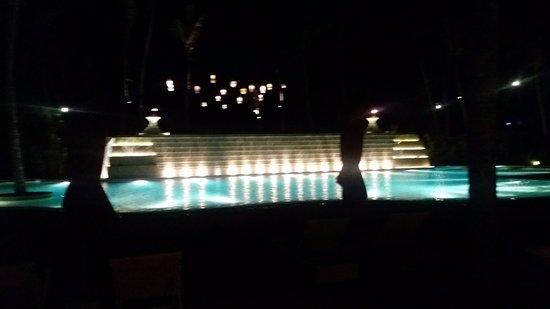 Hambantota, Sri Lanka: Pool in the night