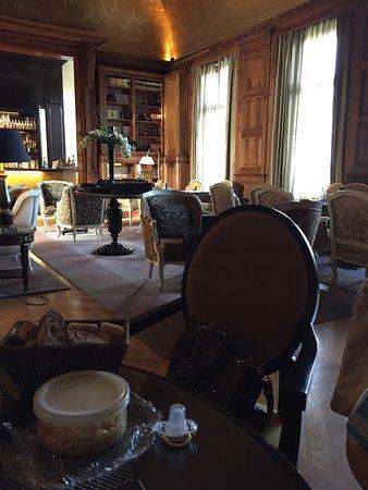 La Chapelle-en-Serval, France: Tiara Chateau Hotel Mont Royal Chantilly