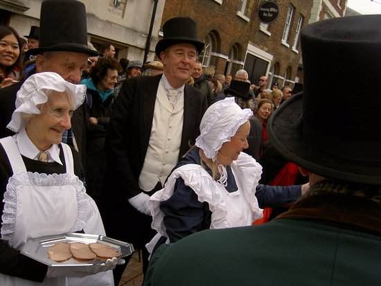 Six Poor Travellers House: The end of the Turkey parade where the turkey is shared with the visitors