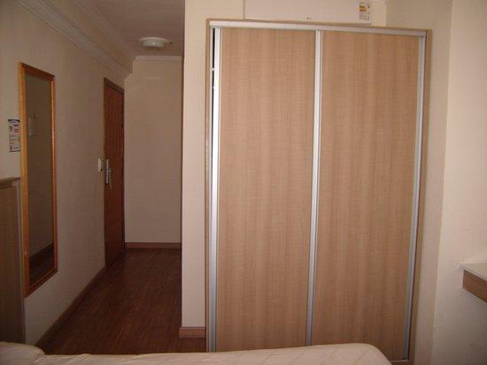 Hotel Balneario : Ar condicionado split. No caso do apto. onde me hospedei, o ar estava localizado acima do armári
