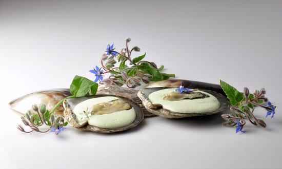 Falaise, Francja: Huitres de Normandie, crémeux et fleurs de bourrache