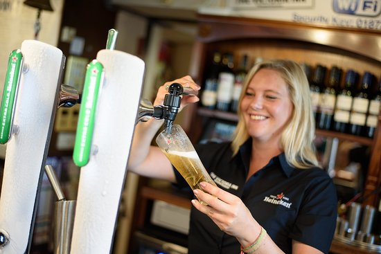 The Victoria Inn : Friendly Bar with premium products & Cornish Ales