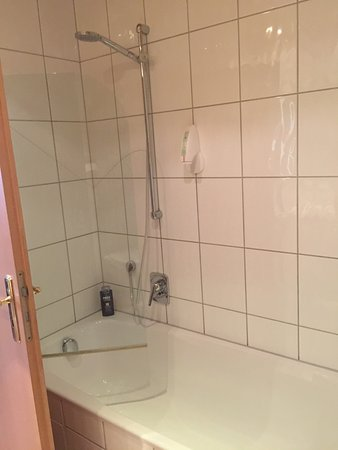 Sandhausen, Alemania: Shower and Bath