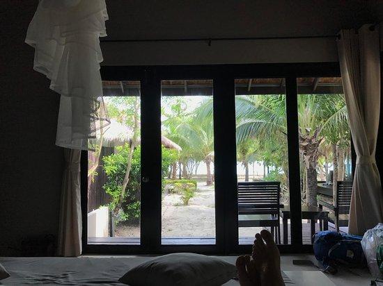 Kantang, Tailandia: Blick aus dem Bungalow auf den Strand