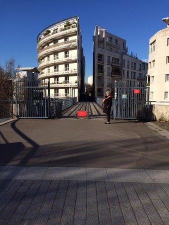 Sceaux, Francia: Tagliano le case per far passare i pedoni.....