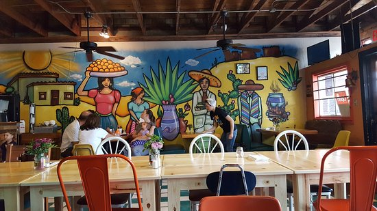 Harlingen, TX: Wonderfully decorated, you'll have plenty to look at while awaiting delivery of your plates.