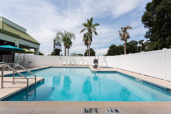 Fern Park, FL: Exterior/Outdoor Pool.