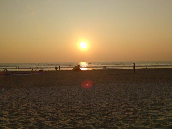 Cansaulim Beach: Sunset on the beach