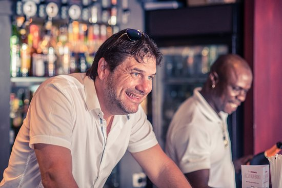 Holetown, Barbados: Owner, Chris Hoad, welcoming guests and keeping the drinks flowing!