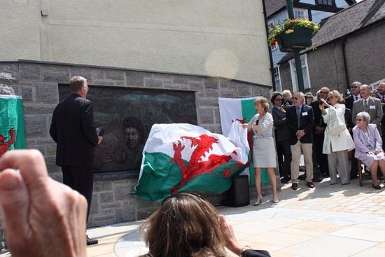 Ruthin, UK: Nella Pryce unveils the memorial dedicated to her husband, Tom Pryce