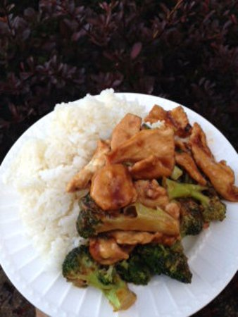 Barberton, โอไฮโอ: Chicken and Broccoli w/ White Rice