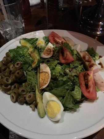 Royal Oak, Μίσιγκαν: Cobb salad, no bacon or blue cheese, add olives with oil & vinegar