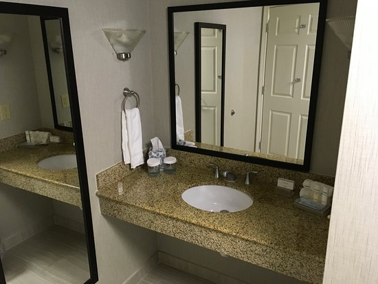 Homewood Suites by Hilton Charlotte Airport: Clean bathroom sink area.