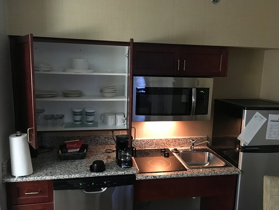 Homewood Suites by Hilton Charlotte Airport: Kitchen clean, coffee maker filthy.