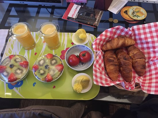Bees B&B: Breakfast for two!