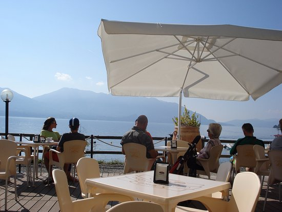 Cannero Riviera, Italy: Enjoyment at Kiwi bar