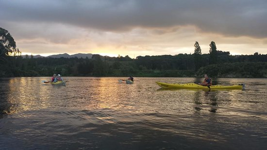 Cambridge, Nueva Zelanda: Behind us the sun was setting on Lake Karapiro