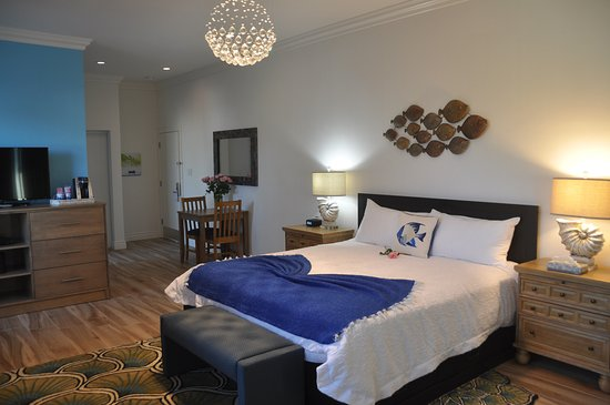 Montara, Kalifornien: Pillar Point Suite, ensuite bathroom, king size beds beautiful coastal decor