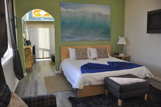 Montara, Califórnia: Pacifica Executive Suite: perfect for the long term traveler. 2 rooms w/private deck