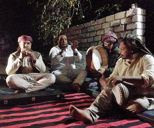 Bawiti, Egipto: Special entertainment arranged for custom tour.