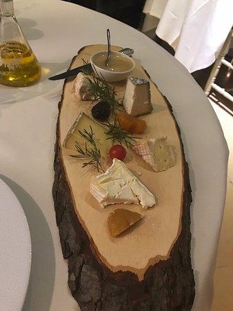 Noves, Γαλλία: Assiette de fromage très sympathique