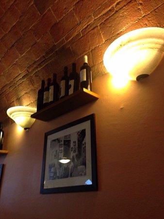 Ponsacco, Италия: Ottimi vini.