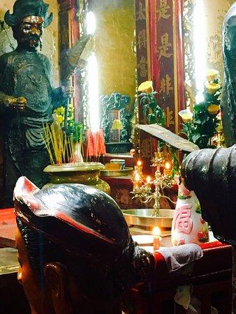 Emperor Jade Pagoda (Chua Ngoc Hoang or Phuoc Hai Tu): photo0.jpg