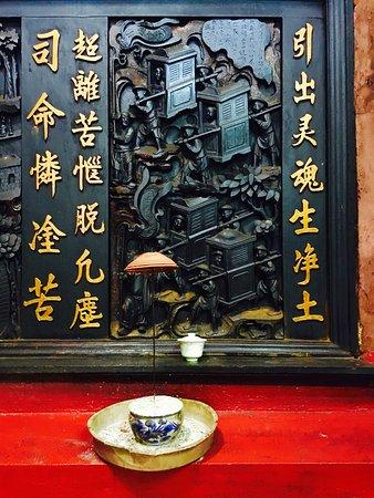 Emperor Jade Pagoda (Chua Ngoc Hoang or Phuoc Hai Tu): photo2.jpg