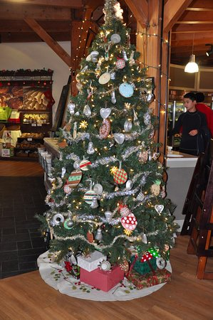 Norwich, VT: King Arthur Flour Bakery + Cafe - Holiday Decor Near Entrance
