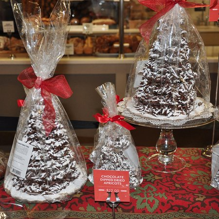Norwich, Вермонт: King Arthur Flour Bakery + Cafe - Chocolate Almond Christmas Trees