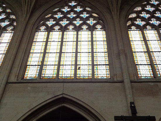 Fontenay-sous-Bois, Frankrijk: La claridad producida por las enormes ventanas.