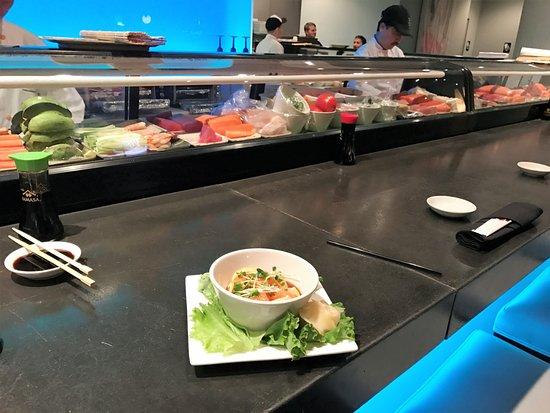 Nikko Japanese Restaurant & Sushi Bar: sushi bar in Pathers blue!