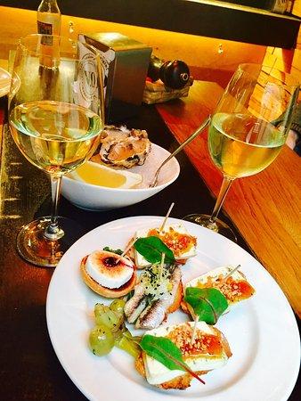 Замечательный Тарас бар с устрицами и прекрасным вином