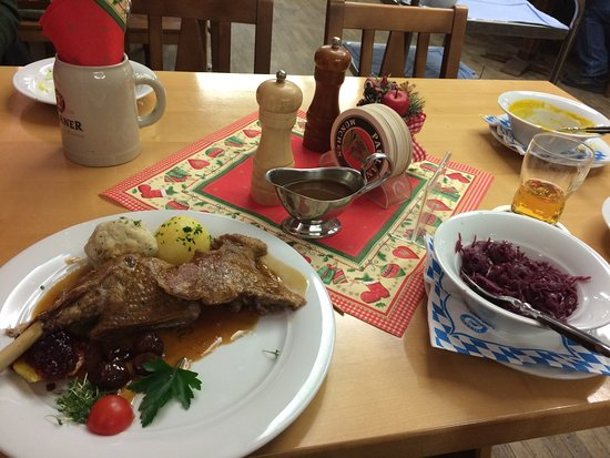 Paulaner: Goose with red cabbage, cranberries, chestnuts and dumplings