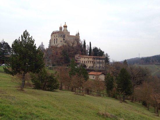 Grizzana Morandi, Italy: Stupenda! Una gita fuori Bologna veramente consigliata! La nostra guida (il presidente della onl