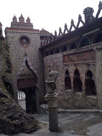 Grizzana Morandi, Италия: Stupenda! Una gita fuori Bologna veramente consigliata! La nostra guida (il presidente della onl