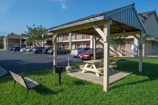Waynesboro, VA: Hotel Grounds