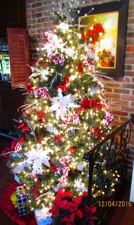 Brentwood, TN: Decorated tree
