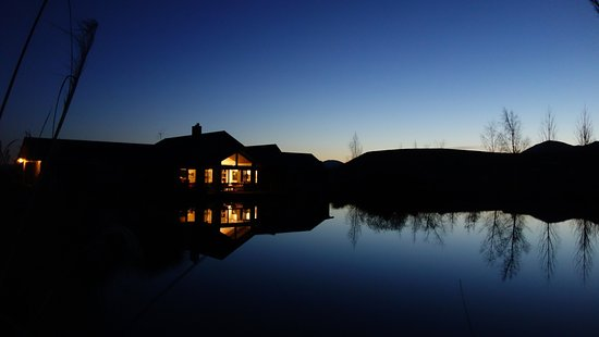 Twizel, Selandia Baru: Matuka Lodge at Night