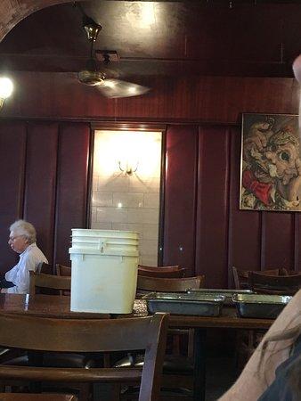 Rose Bay, Australia: Water leaking into restaurant ceiling