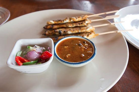 Maret, تايلاند: Chicken Satay with homemade peanut sauce