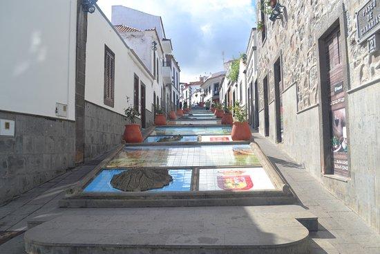 Firgas, España: up a street in Furgas
