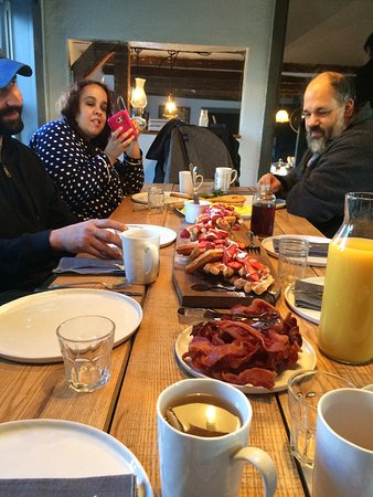 Audrey's Farmhouse Bed & Breakfast: Breakfast, sleeping dog and front of house