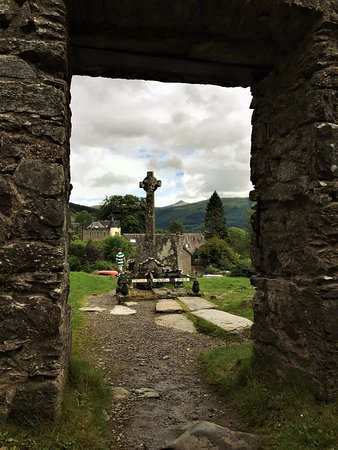 Balquhidder, UK: Rob Roy and his family grave from the ruins of old church