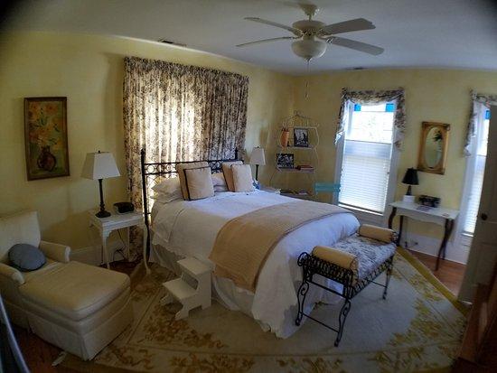 Onancock, VA: Provence - from door