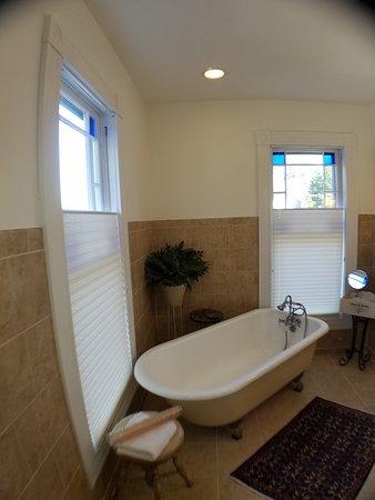 Onancock, VA: Provence - Claw Foot Tub