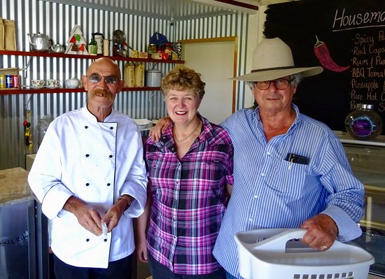 ‪‪Imbil‬, أستراليا: Chef Roger, Owners Susan and Lawrence‬