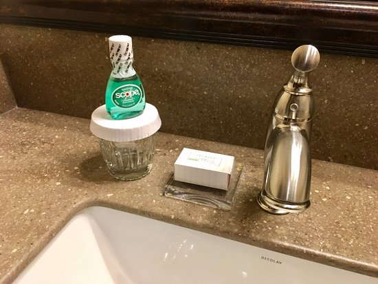 Rome, GA: Nice touches in the bathroom