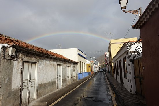 Hotel Villa Gomera: the street in which the hotel is situated, a block before it.